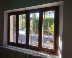 Fenêtres en chataigner  Finition extérieure peinte - Fintion intérieure lasurée
