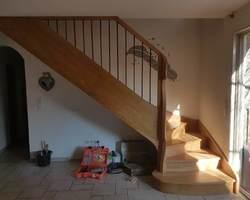 Escalier en chêne - Garde corps avec main courante en chêne et balustres métalliques